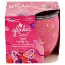 Glade Sweet Candy Joy svíčka lesní ovoce & granátové jablko 120g