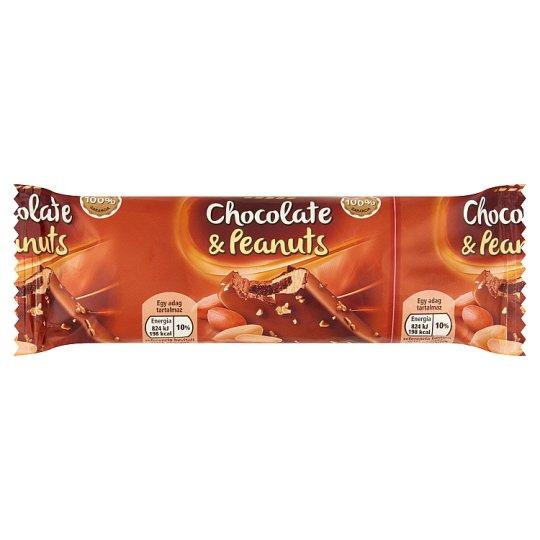 Tesco vanília és csokoládéízű jégkrém csokoládéízű szósszal és földimogyoró darabokkal 95 ml