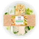 Tesco friss salátakeverék Cézár salátaöntettel, sült csirkehússal, Grana Padano sajttal 210 g