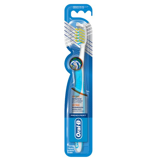 Oral-B Pro-Expert CrossAction Antibacterial Medium Manual Toothbrush