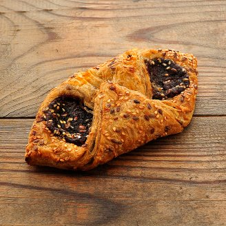 Pastry with Plum and Seeds 95 g