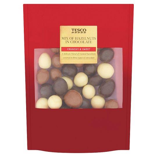 Tesco Zmes lúpaných lieskových orieškov v bielej, horkej a mliečnej čokoláde 200 g