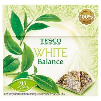 Tesco Zmes zeleného a bieleho čaju s lupienkami ruže a nevädze aromatizovaný porciovaný 20 x 1,7 g